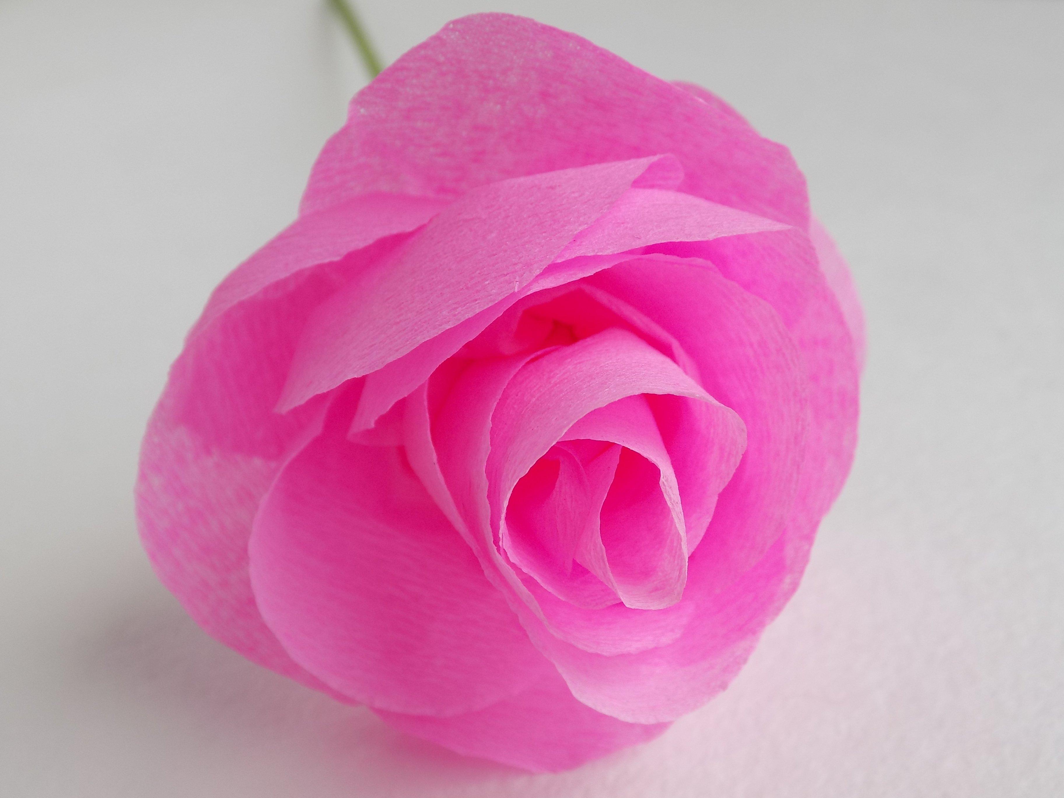 Бутон розы из гофробумаги