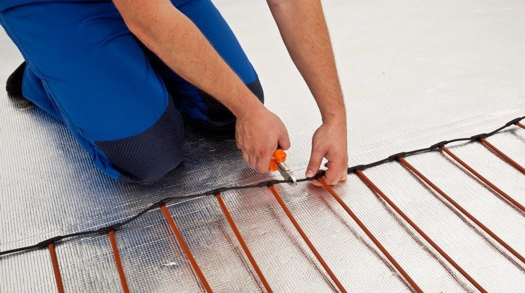 Монтаж карбонового теплого пола