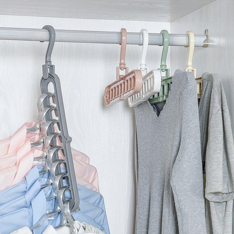 Вешалки в шкафу