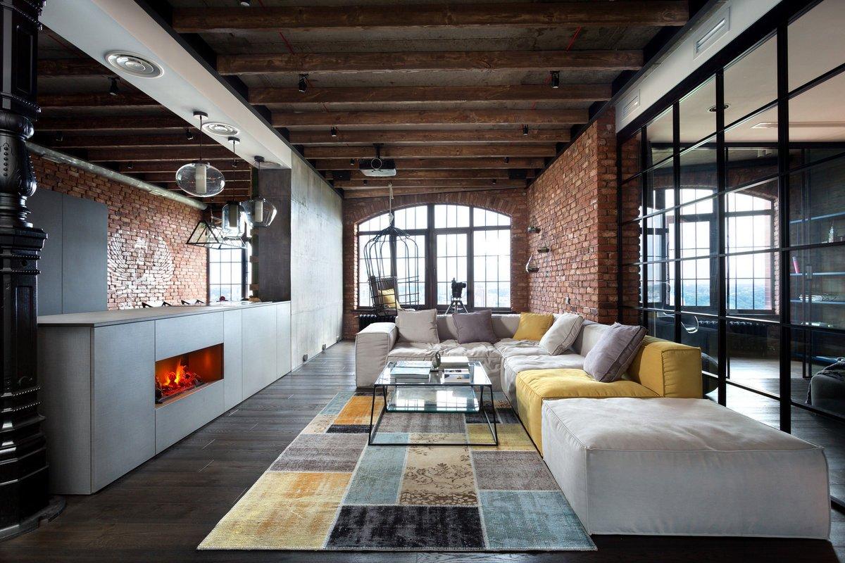 Большой диван в квартире