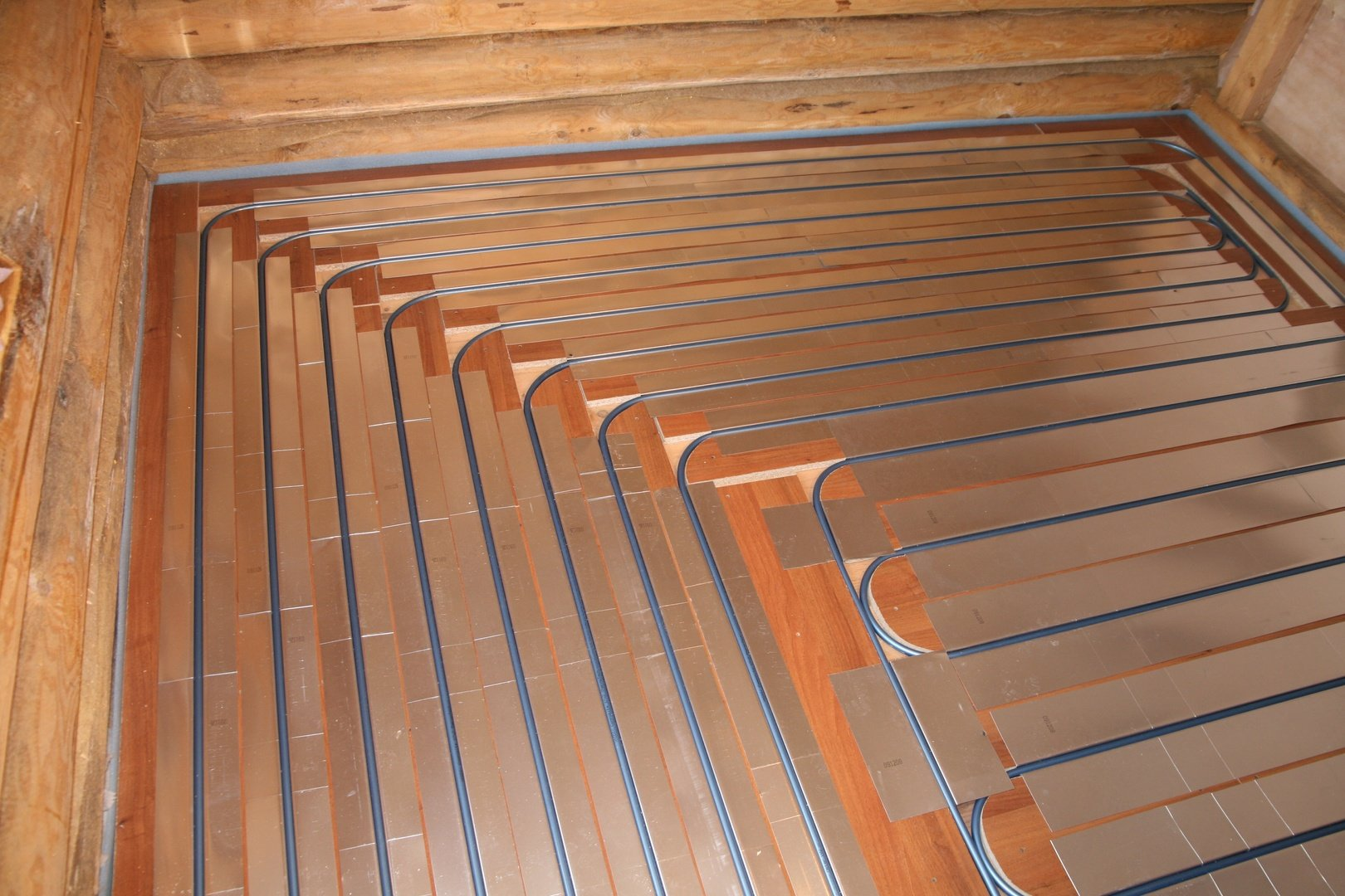 Монтаж «теплого пола» на деревянный пол