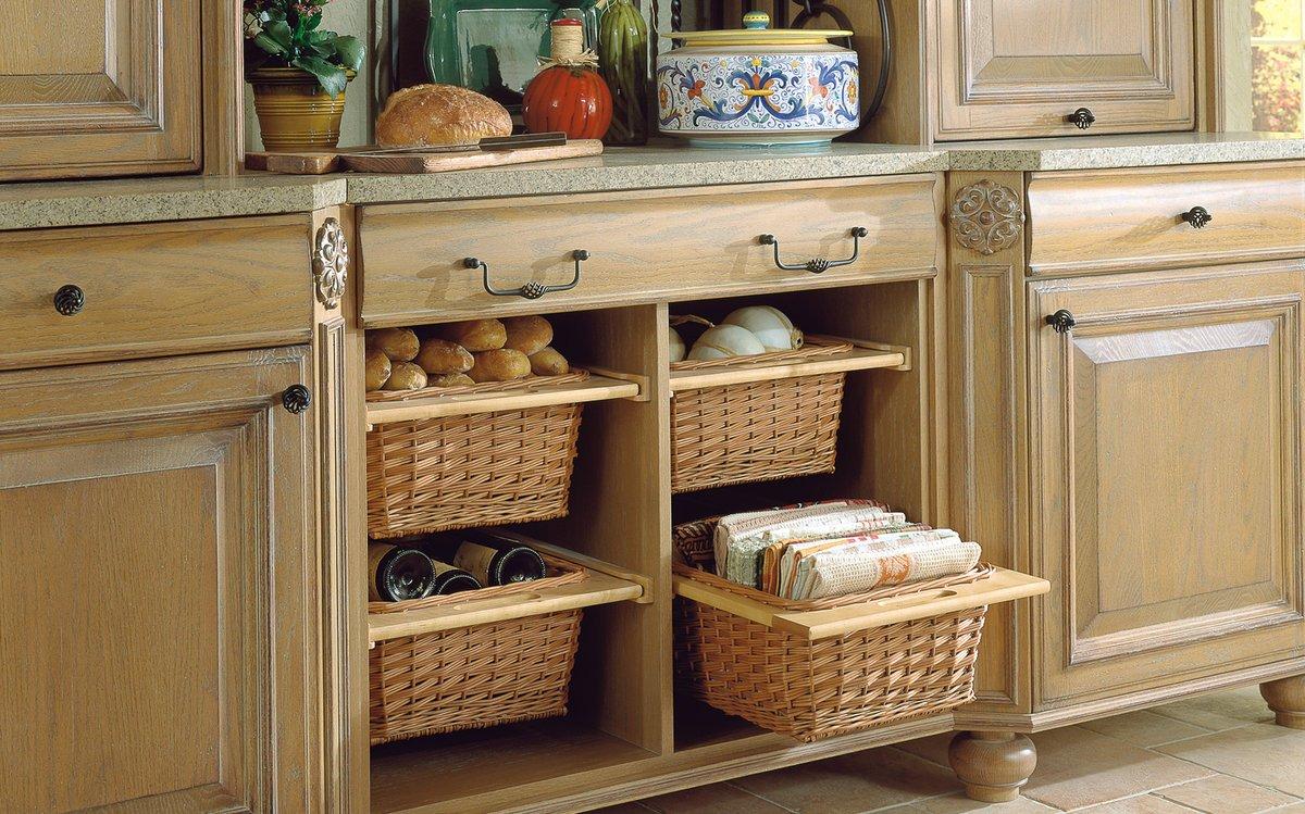 Плетеные корзины на кухне