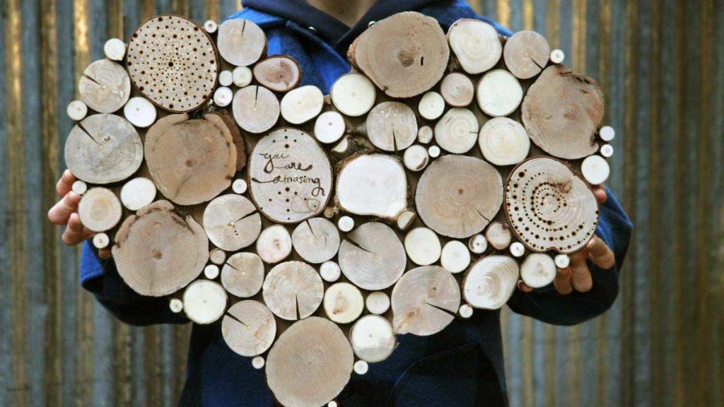 Поделка из спилов дерева
