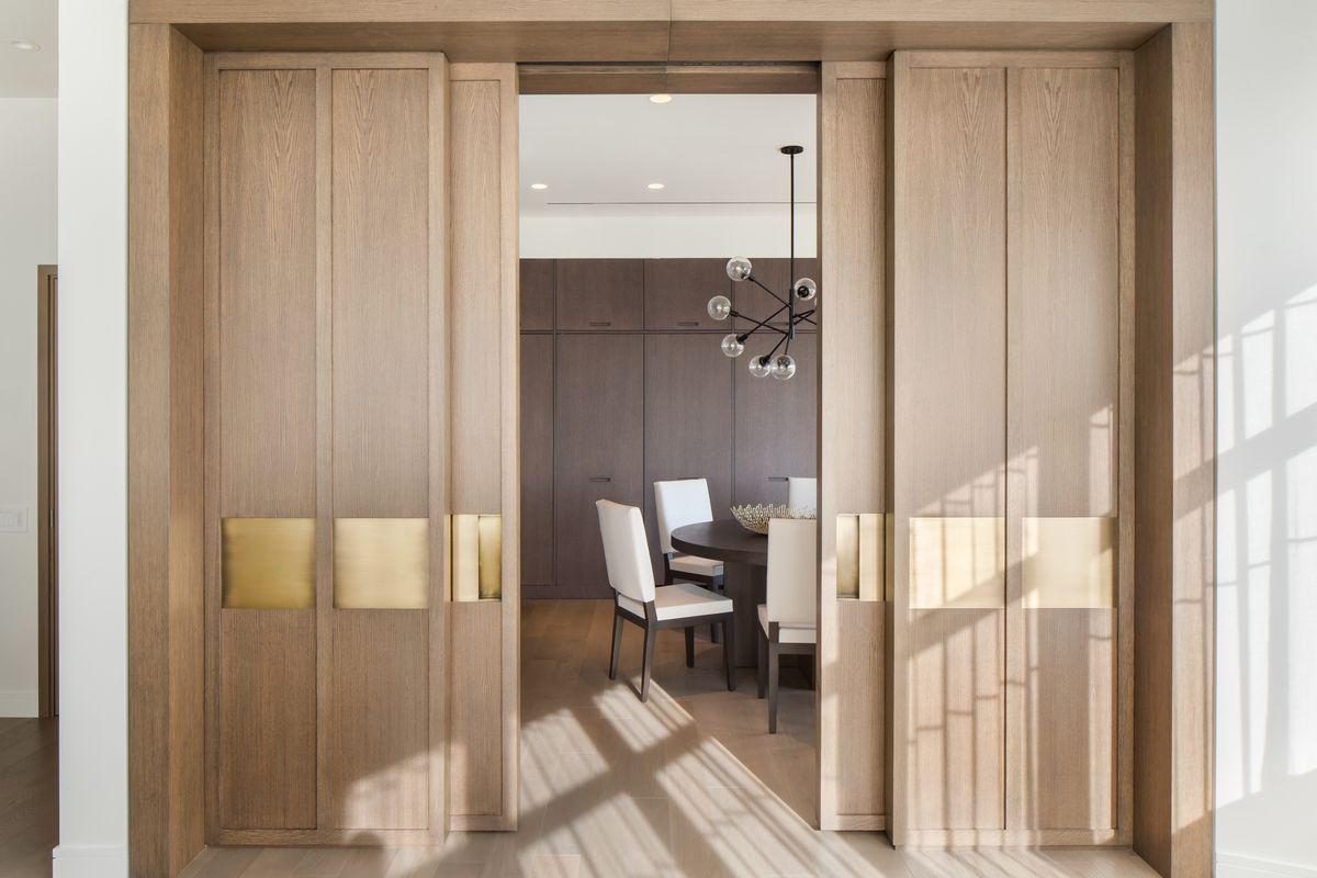 Экономия пространства - одно из преимуществ раздвижных дверей в интерьере