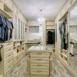 Зеркальный шкаф в интерьере