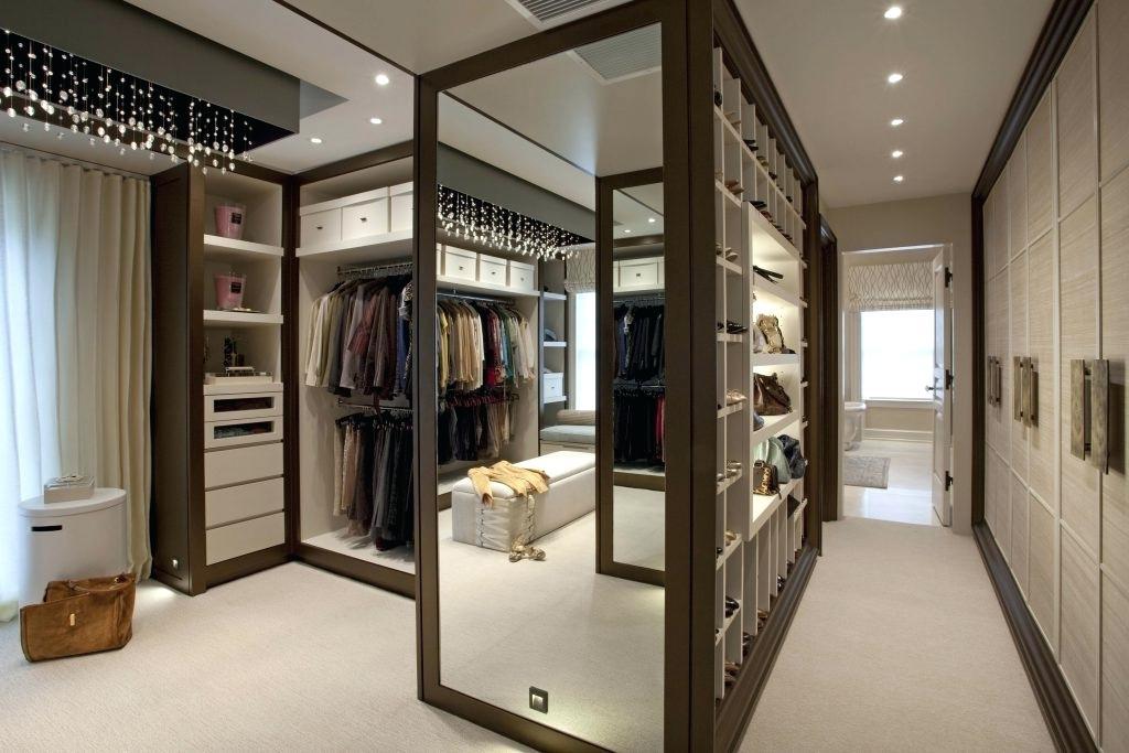 Интерьер с гардеробной системой