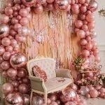 Кресло среди шаров