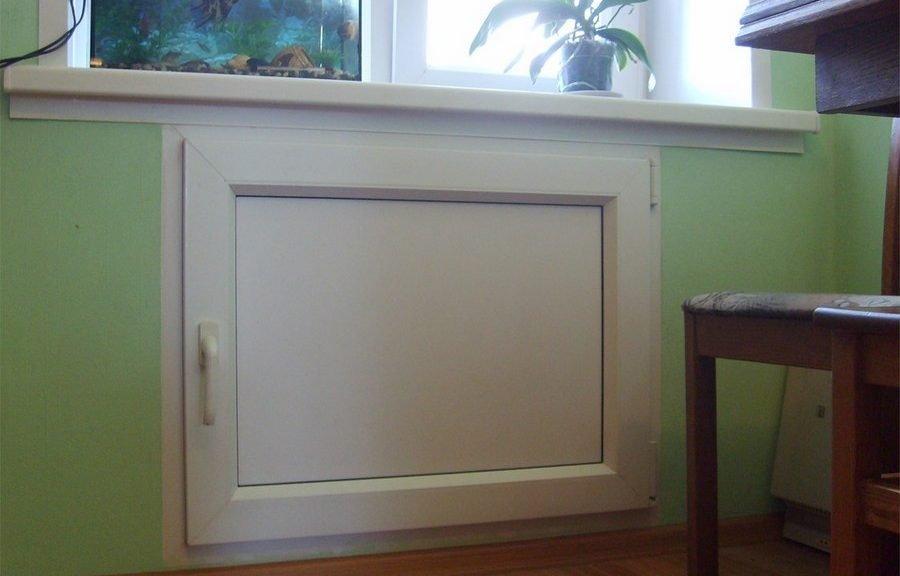 Холодильник под окном
