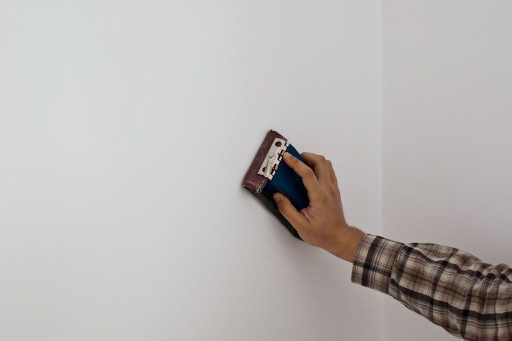 Шлифовка стен после шпаклевания