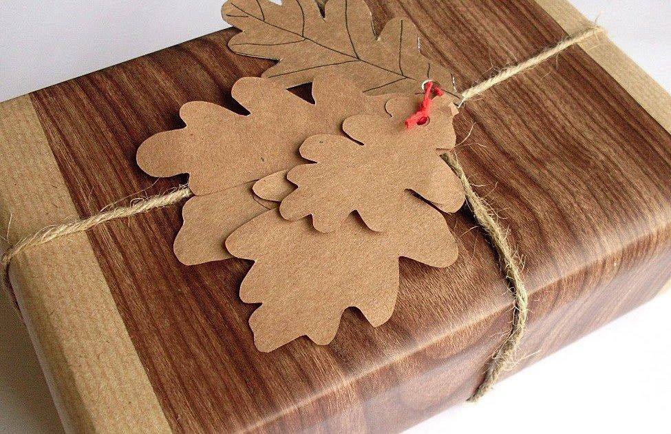 Оформление подарка бумажными листьями