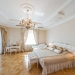 Натяжной потолок в спальне в стиле прованс