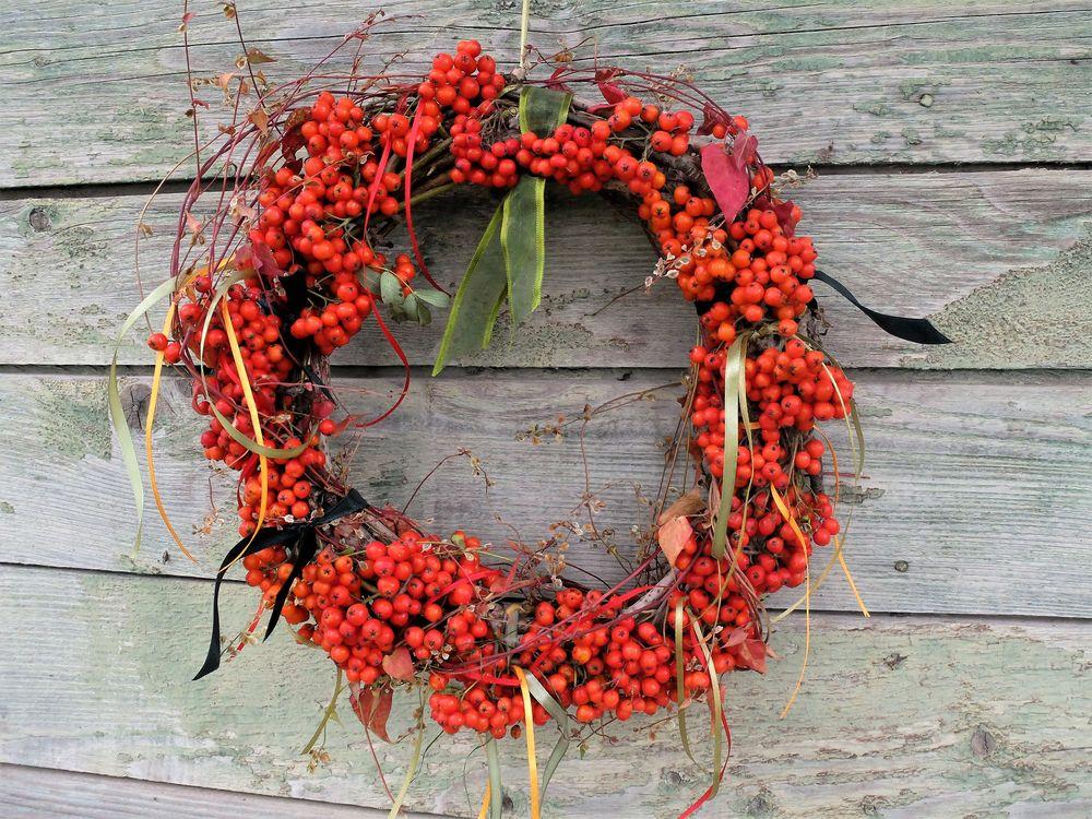 Осенний венок из осенних плодов