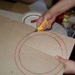 Вырезаем кольцо из картона