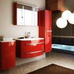 Яркая мебель в ванной
