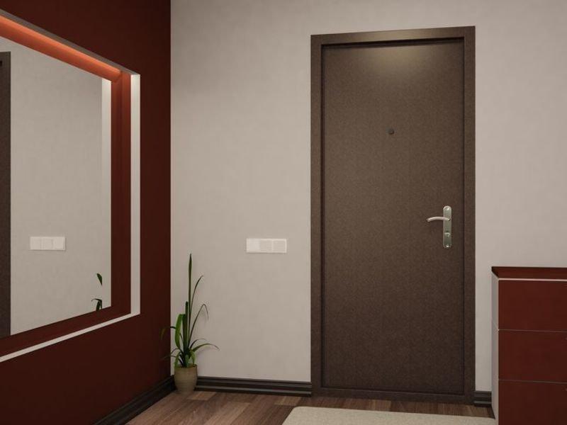 Небольшая металлическая дверь в интерьере