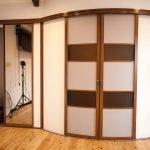 Двери в помещении