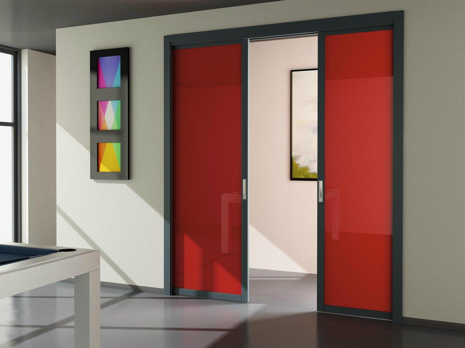 Красные двери