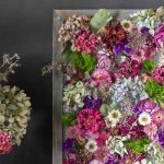 Деревянная рамка с яркими цветками