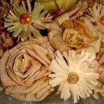 Панно из кукурузных листьев и осенних цветов