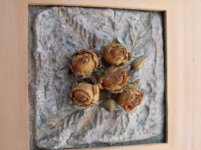 Панно из сушеных роз