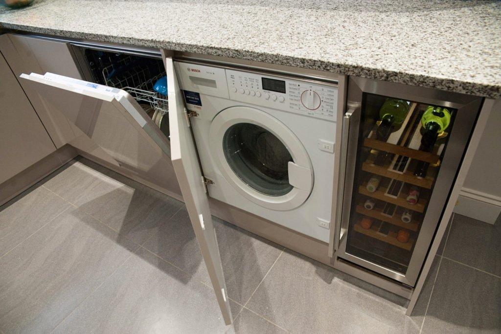 Шкаф для машинки в кухне