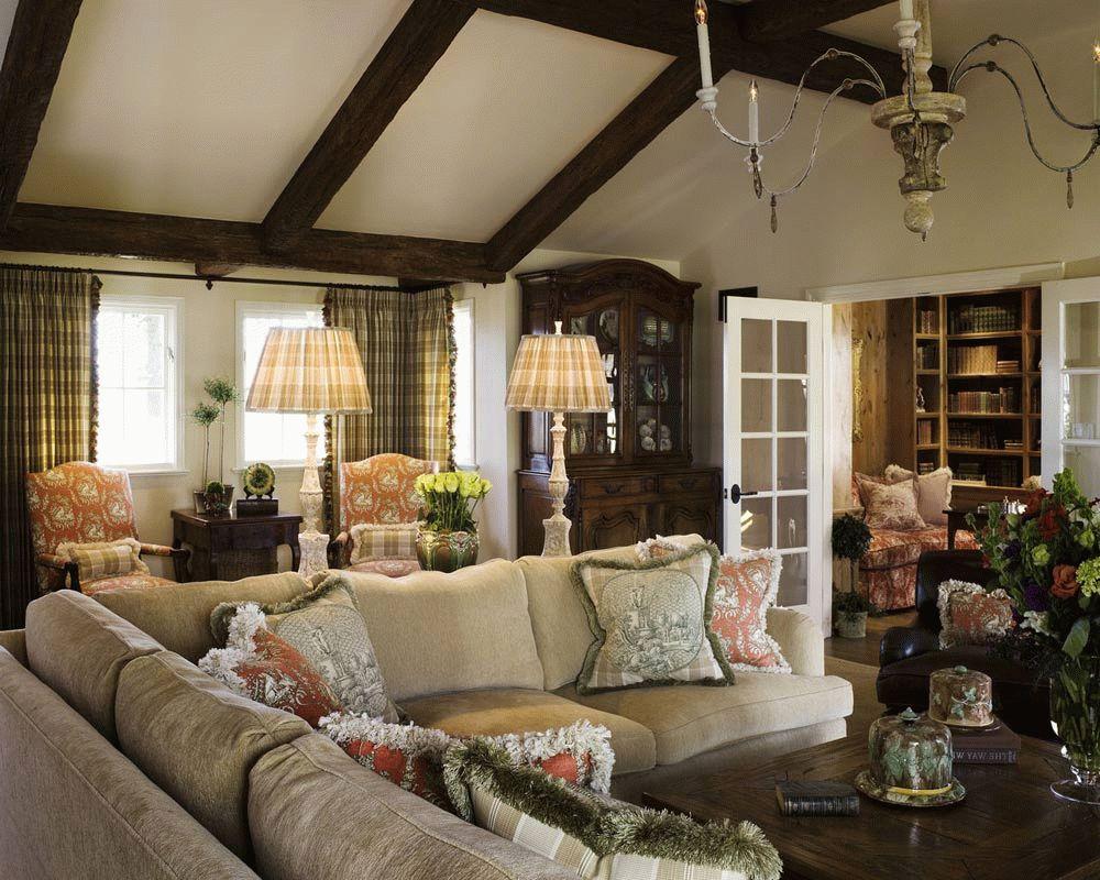 Потолок с балками в интерьере в стиле прованс