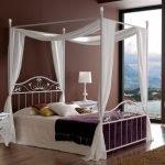 Кровать с балдахином в стиле модерн