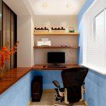 Синие стены на балконе