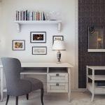 Светлые стены в кабинете