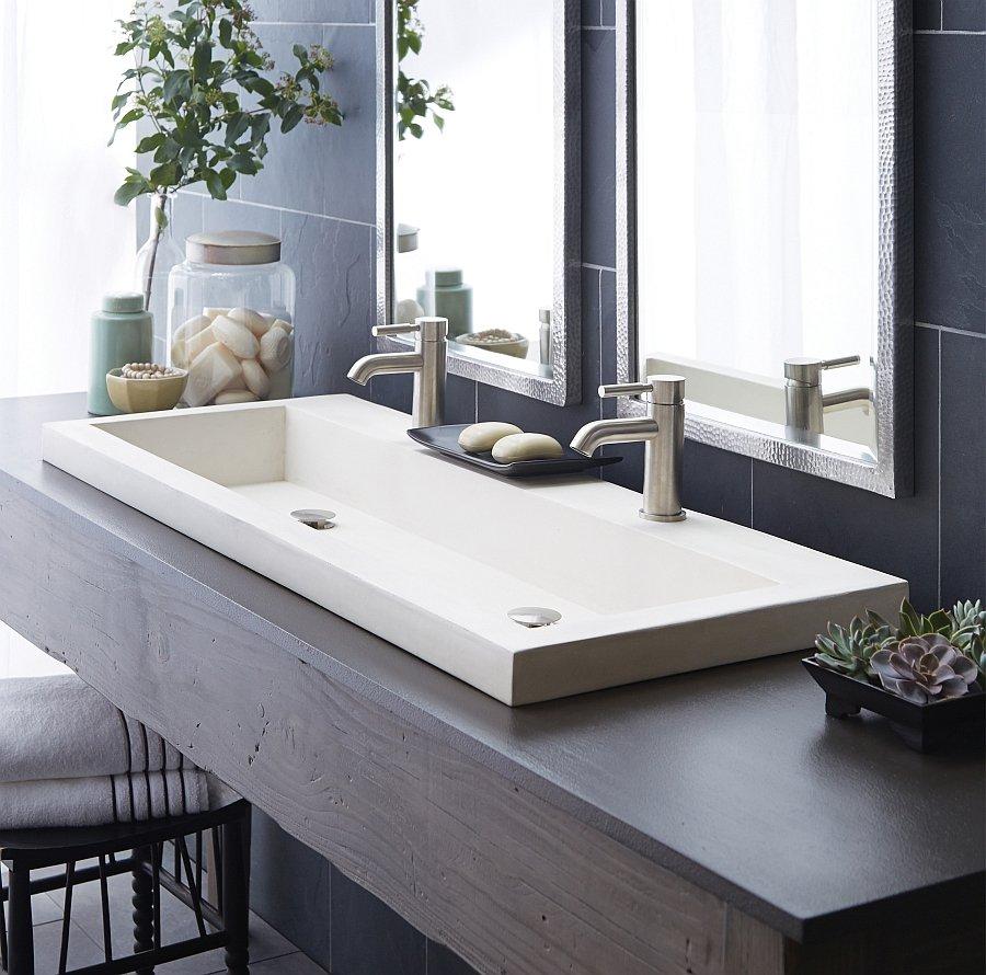 Невысокая раковина в ванной