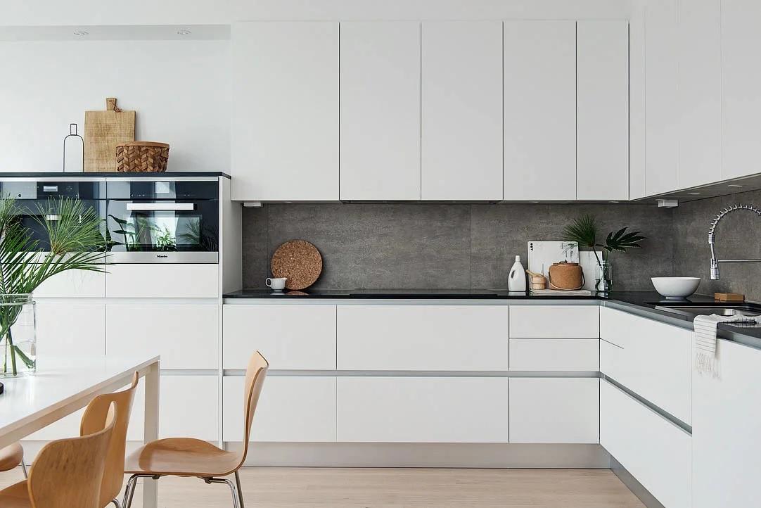 Оформление белой кухни