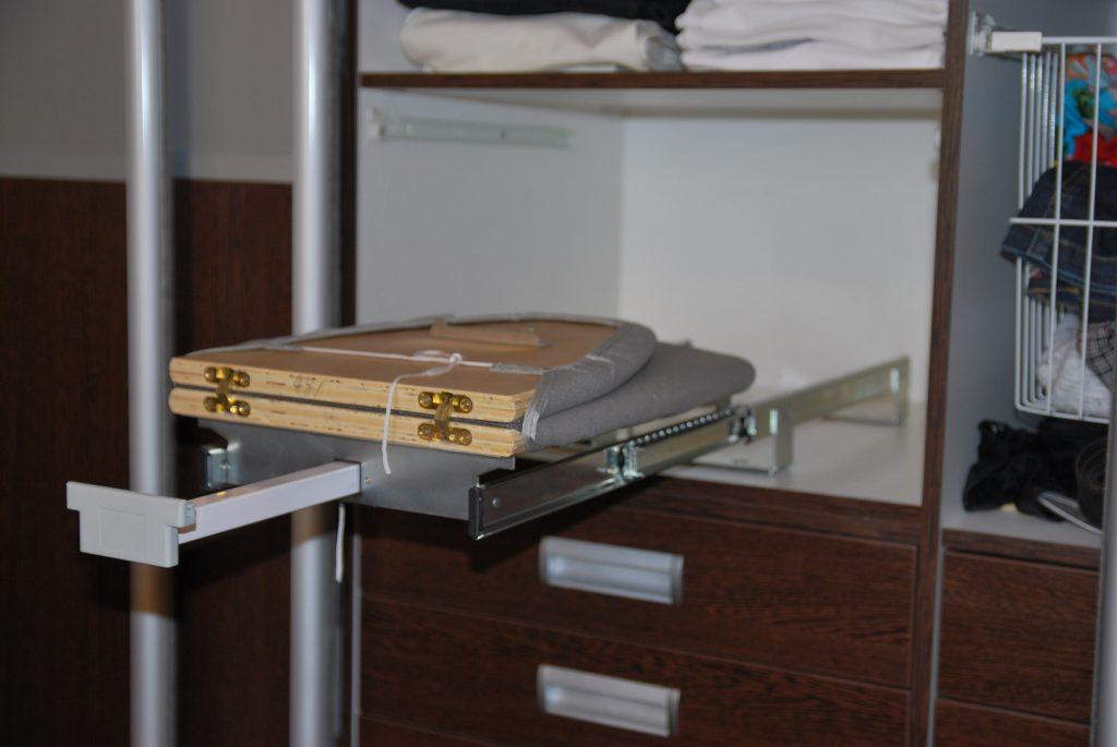 Механизм крепления доски в шкафу