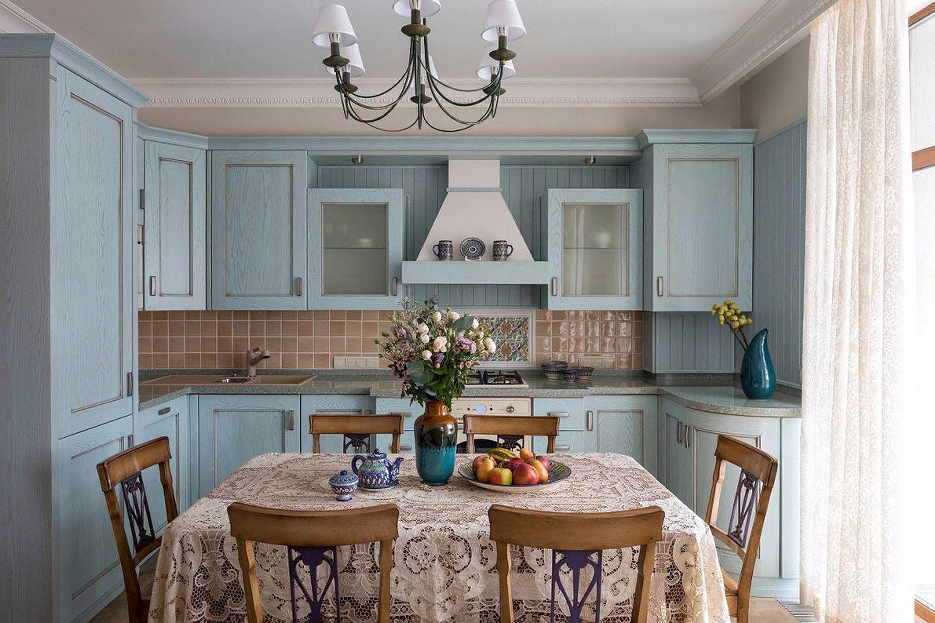 Фартук из плитки на кухне в стиле кантри