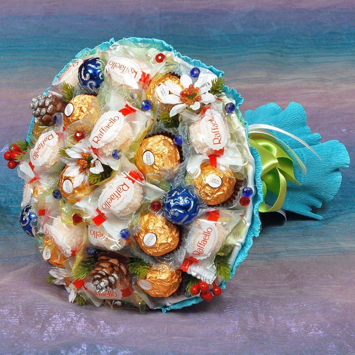Букет из разнообразных конфет