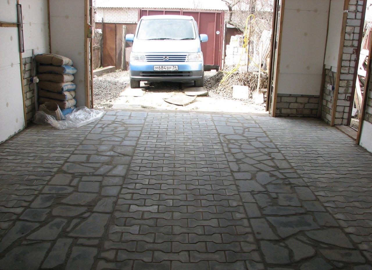 Пол из тротуарной плитки в гараже
