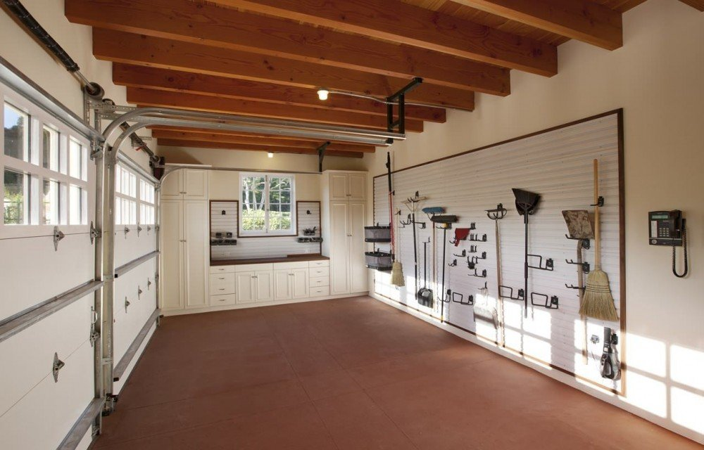 фото гаражей в частных домах внутри днем