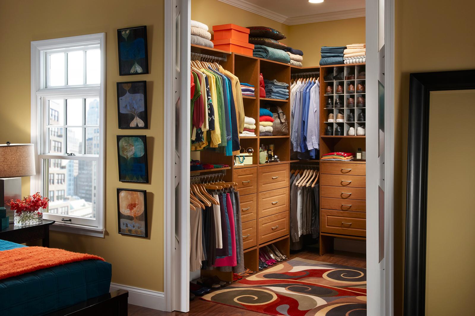 Организация внутреннего пространства гардеробной в спальне