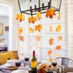 Люстра с осенними листьями над столом