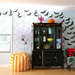 Летучие мыши на стене