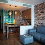 Стойка между кухней и гостиной