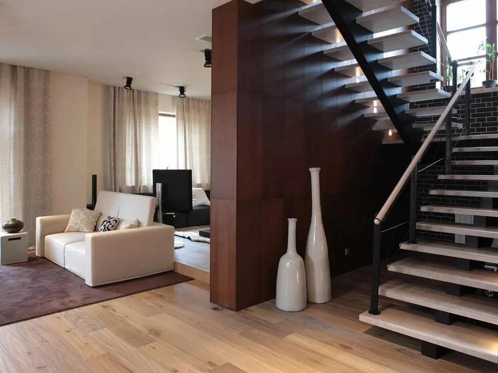 Лестница на второй этаж из гостиной картинки