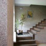 Картина на лестнице