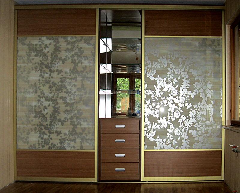 Интерьер с шкафом в пленке
