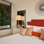 Стена из растений в спальне
