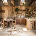 Столовая зона между кухне и гостиной