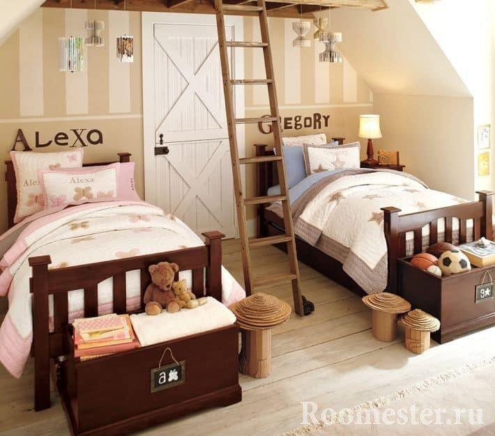 Детская поделенная лестницей между кроватями для разнополых детей