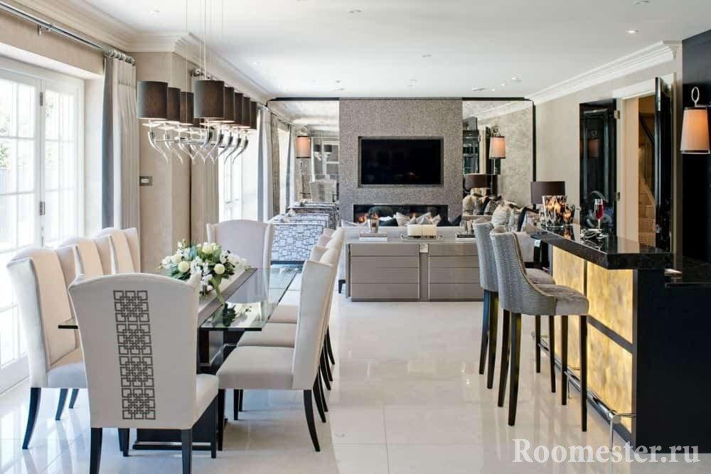 Плитка на полу в кухне-столовой и гостиной