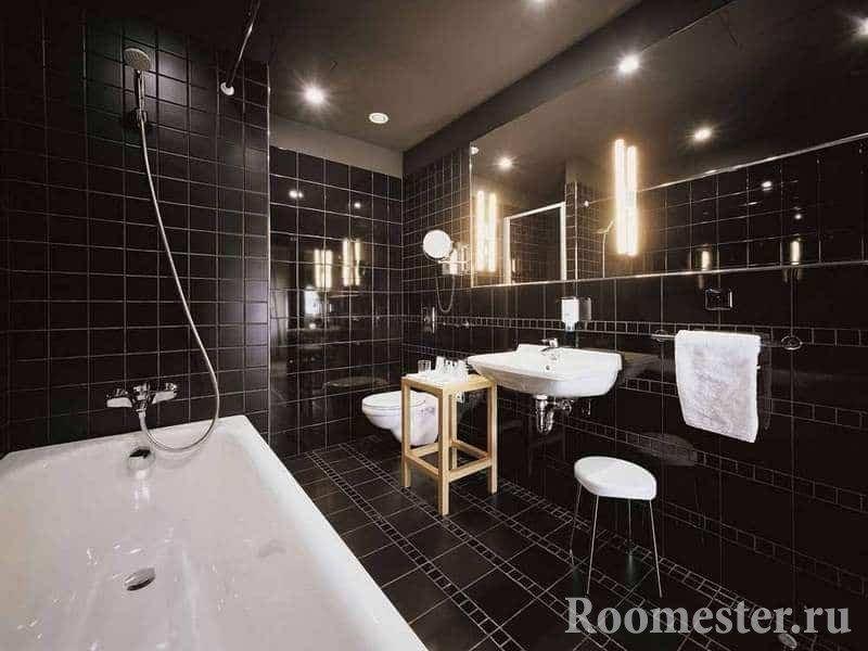 Ванная комната в черной плитке совмещенная с туалетом