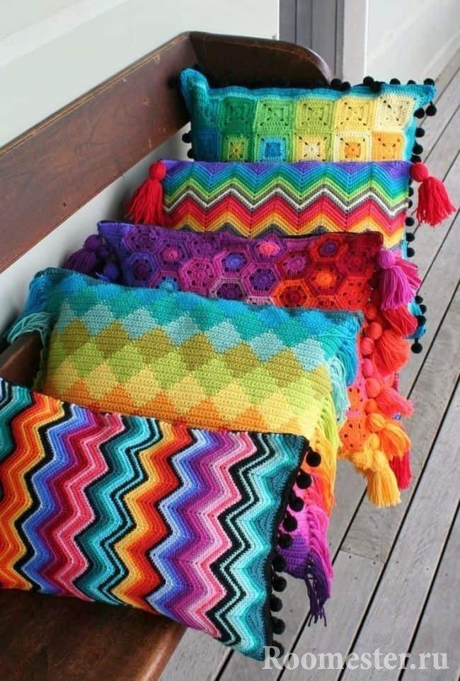 Яркие вязанные наволочки для декоративных подушек