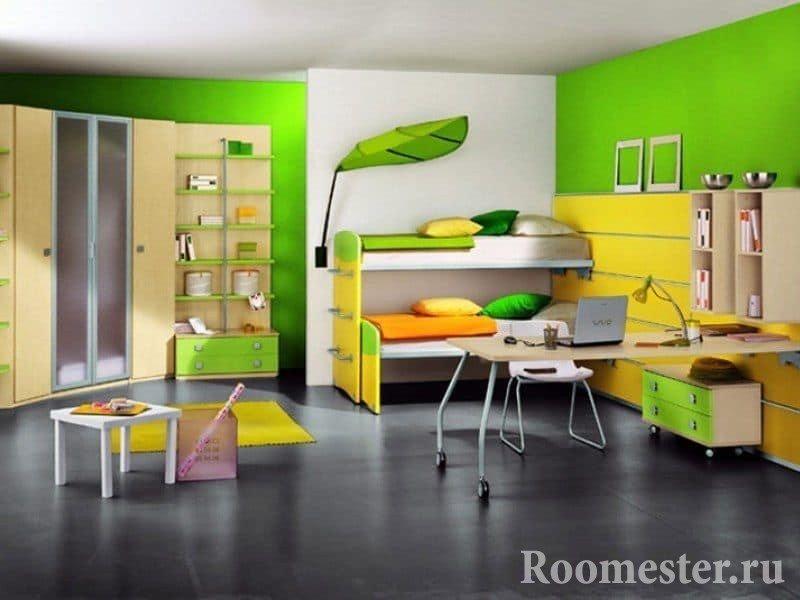 Яркая детская комната в хрущевке с ночником в виде листа